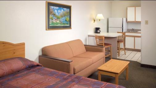 俄勒冈州波特兰一室公寓6号酒店 - 波特兰 - 客厅