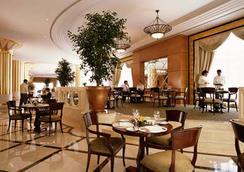 埃齐奥皇宫酒店 - 基希訥烏 - 餐馆