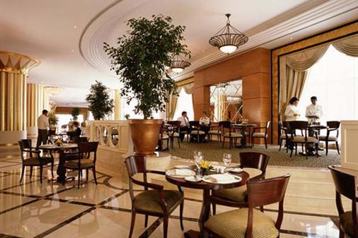 Ezio Palace Hotel - 基希訥烏 - 门厅