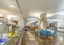 普莱亚索尔加贝克索尔公寓式酒店 - 伊维萨镇 - 餐馆