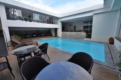 阿里图吧公园酒店 - 纳塔尔 - 游泳池