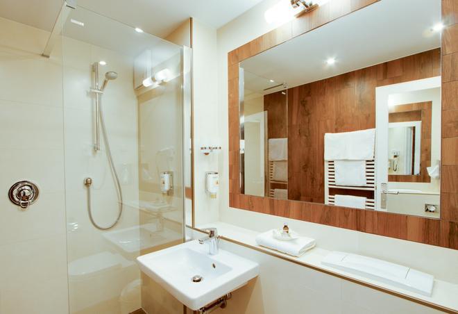 伽登奈尔施特劳斯艾克森特酒店 - 格尔利茨 - 浴室