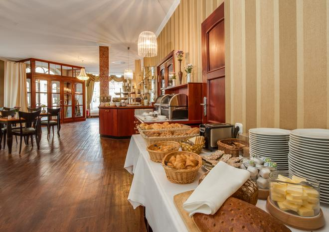 伽登奈尔施特劳斯艾克森特酒店 - 格尔利茨 - 自助餐