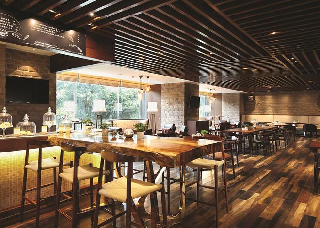 广州希尔顿逸林酒店 - 广州 - 酒吧