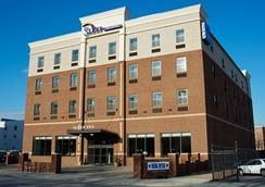 英纳哈波尔市中心司丽普旅馆&套房酒店 - Baltimore - 建筑