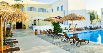 亚历山大酒店 - 卡马利 - 游泳池