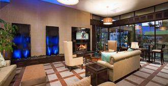 Desert Isle of Palm Springs by Diamond Resorts - 棕榈泉 - 休息厅