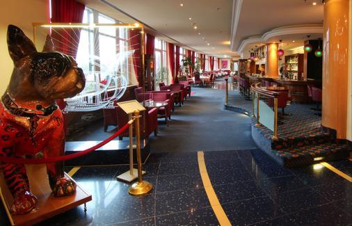 诗威林阿梅迪亚酒店贝斯特韦斯特精选修尔广场酒店 - 什未林 - 酒吧