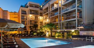 戛纳克鲁瓦塞特公寓式酒店 - 戛纳 - 游泳池