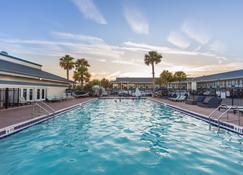 阿美利亚岛海滩上海岸酒店 - 费南迪纳比奇 - 游泳池