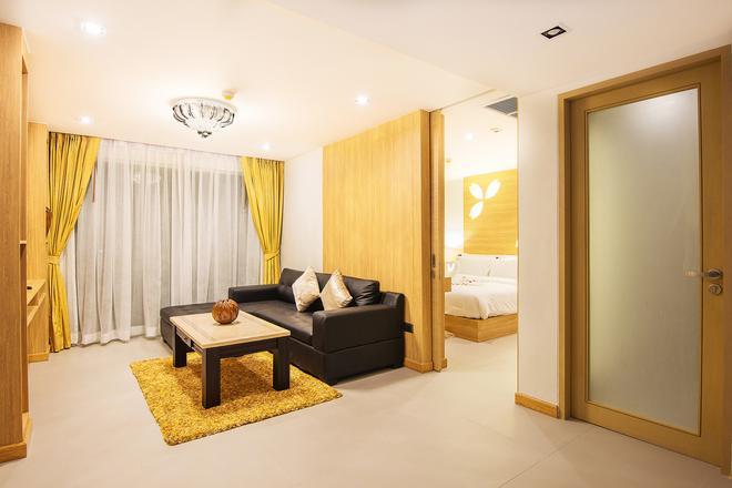 芭东阿拉亚海滩酒店 - 芭东 - 客厅