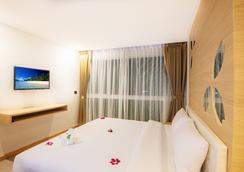 芭东阿拉亚海滩酒店 - 芭东 - 睡房