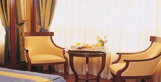 塞科特科罗纳德卡斯蒂利亚酒店 - 布尔戈斯 - 客房设施