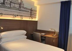 塞尔科蒂尔蓝科鲁尼亚酒店 - 拉科鲁尼亚 - 睡房