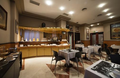 德城奥维多酒店 - 奥维多 - 自助餐