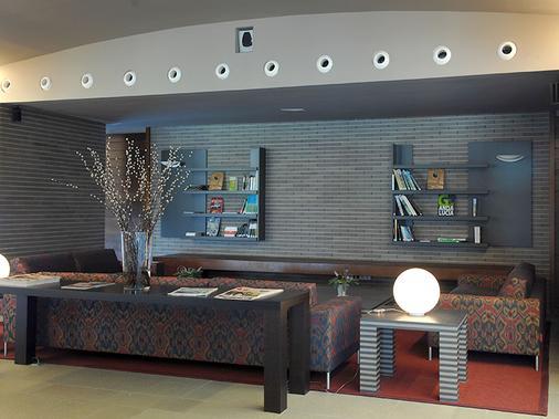塞尔科泰尔艾西恩高尔夫酒店 - 埃纳雷斯堡 - 大厅