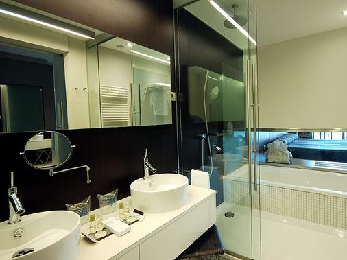 塞尔科泰尔艾西恩高尔夫酒店 - 埃纳雷斯堡 - 浴室