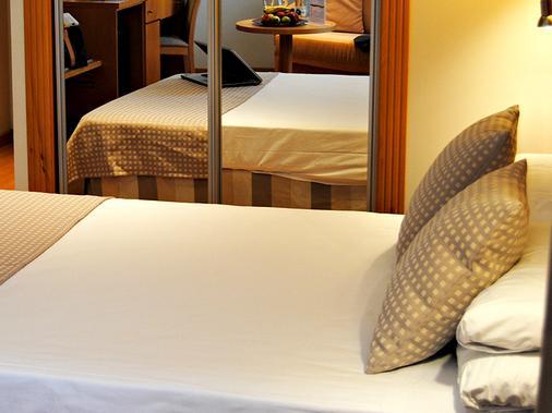 塞尔科蒂尔格兰法玛酒店 - 阿尔梅利亚 - 睡房