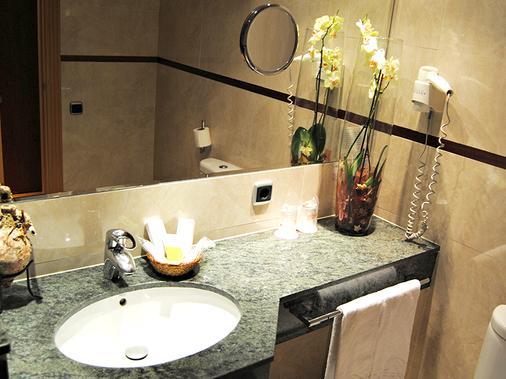 塞尔科蒂尔格兰法玛酒店 - 阿尔梅利亚 - 浴室