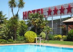 洛萨贝托豪华酒店 - 圣地亚哥-德孔波斯特拉 - 游泳池