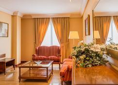 斯考特而瓜迪亚纳酒店 - 雷阿尔城 - 客厅