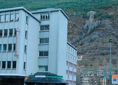 Hotel la Mola - 恩坎普 - 建筑