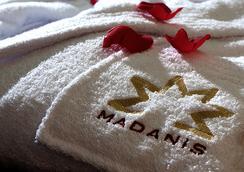 马达尼斯酒店 - 巴塞罗那 - 睡房
