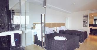 德尔玛尔套房酒店 - 阿利坎特 - 睡房
