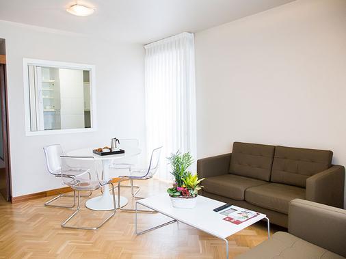 Suites Sercotel Mirasierra - 潘普洛纳 - 睡房