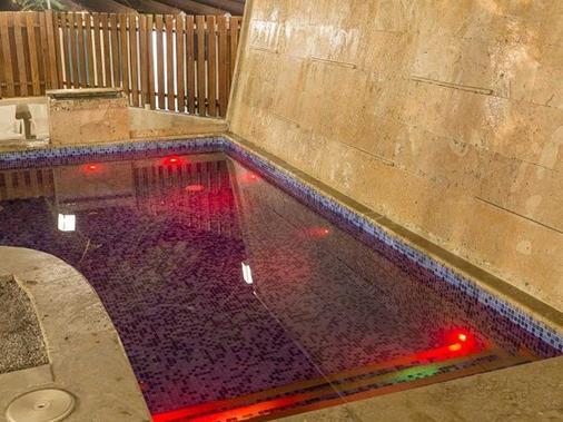 塞尔科蒂尔圣玛尔塔特昆达码酒店 - 圣玛尔塔 - 游泳池