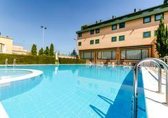 塞尔科蒂尔荷鲁斯萨拉曼卡酒店 - 萨拉曼卡 - 游泳池