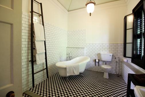 沙玛迪蓝色豪宅酒店 - 乔治敦 - 浴室