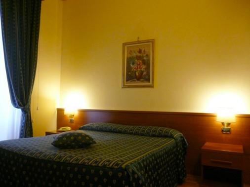 芬尼希亚酒店 - 罗马 - 睡房