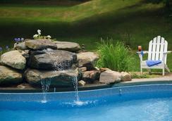 Hampton Terrace Inn - 莱诺克斯 - 游泳池