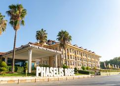 法瑟里斯罗瑟式俱乐部酒店 - 凯麦尔 - 建筑