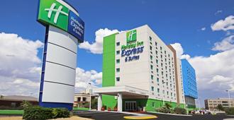 CD华雷斯-拉斯米西奥内斯智选假日酒店及套房 - - 华雷斯城