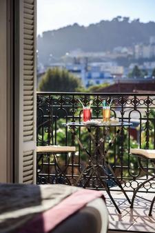快乐文化维拉奥特罗酒店 - 尼斯 - 阳台