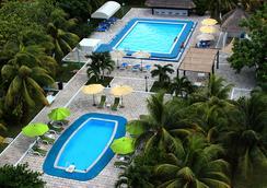 卡吕普索坎昆酒店 - 坎昆 - 游泳池