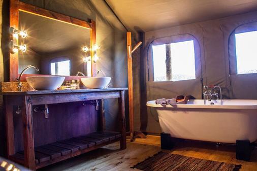 巴福士野生动物观光酒店 - 奥茨胡恩 - 浴室