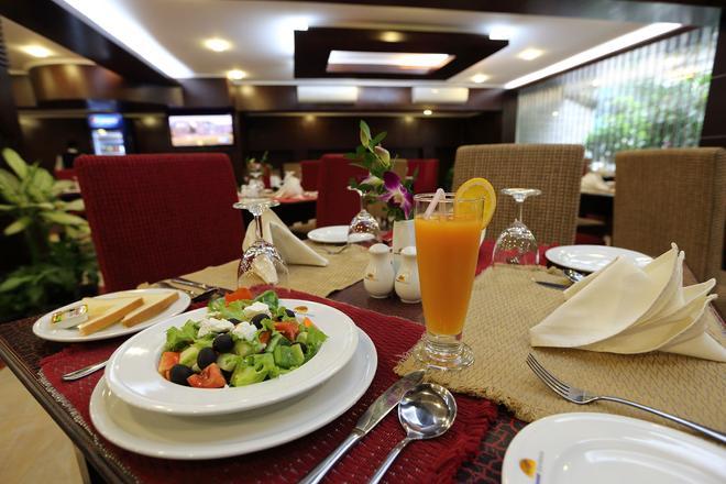 纳森加德尼亚巴里达拉酒店 - 达卡 - 食物