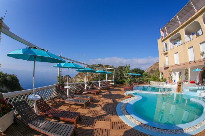 圣天使托雷酒店 - 伊斯基亚 - 游泳池