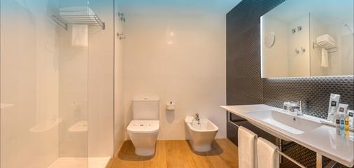 Rh皇家成人酒店 - 贝尼多姆 - 浴室