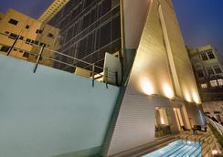 The Sonnet - 加尔各答 - 游泳池