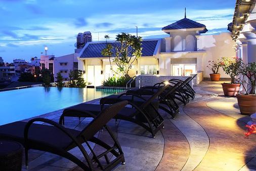 放松酒店 - 曼谷 - 游泳池