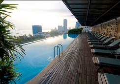 槟城诺瑟姆套房酒店 - 乔治敦 - 游泳池