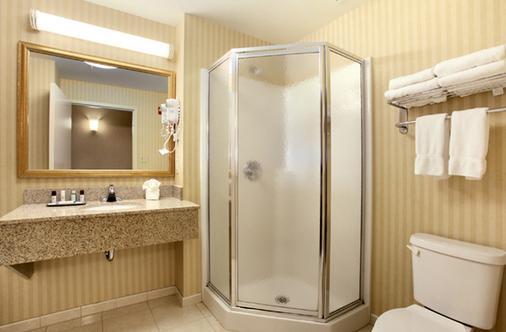 威廉亨利堡酒店 - 乔治湖 - 浴室