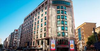 伊斯坦布尔市中心华美达广场酒店 - 伊斯坦布尔 - 建筑