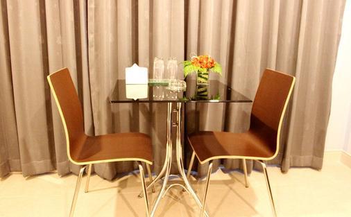 14号住宅酒店 - 曼谷 - 客厅