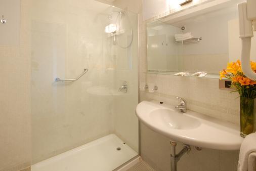 蒂罗尔酒店 - 圣卡洛斯-德巴里洛切 - 浴室