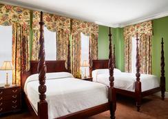 雷诺广场普兰特斯酒店 - 萨凡纳 - 睡房
